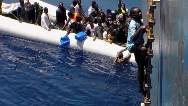Niekde v Stredozemnom mori. FOTO - SITA/AP