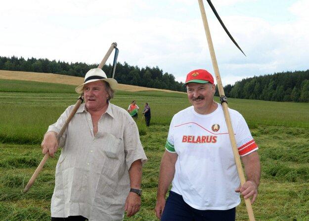 Lukašenko si chcel pomocou volieb otvoriť cestu na Západ. Dôvodom sú peniaze