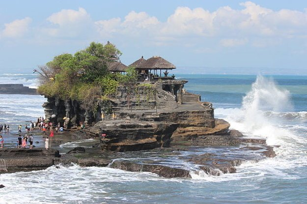 Pútnický chrám Tanah Lot je jedným zo symbolov Bali.