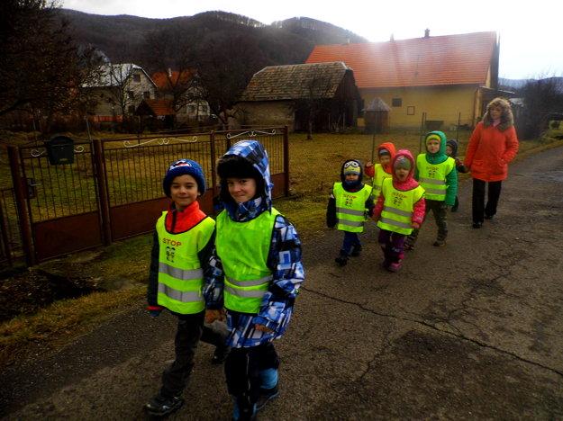 Do pochodu sa zapojili aj škôlkari z Hrabičova.