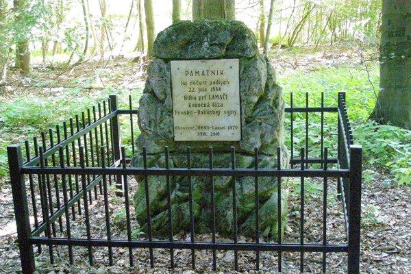 Bitku pri Lamači pripomína na území mesta viacero pamätných tabúľ. Tento pamätník stojí pod vrcholom Klanca.