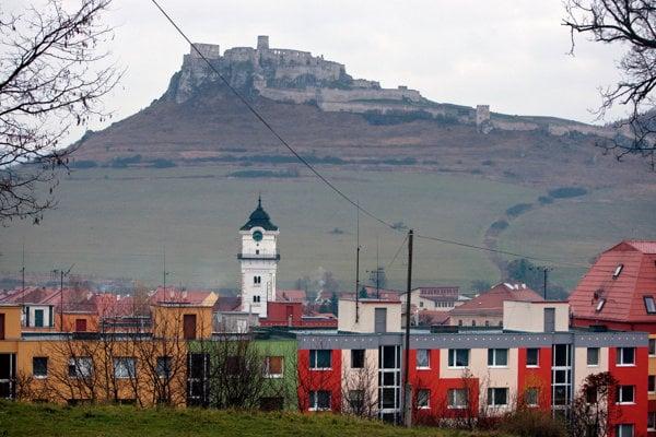 Zrúcanina Spišského hradu sa vypína nad Spišskou Kapitulou.Spiš