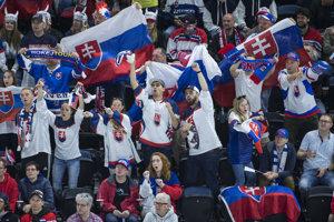 Slovenskí fanúšikovia vytvárali počas celého zápasu skvelú atmosféru.