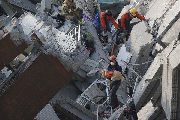Zemetrasenie na juhu Taiwanu má na svedomí trinásť obetí.