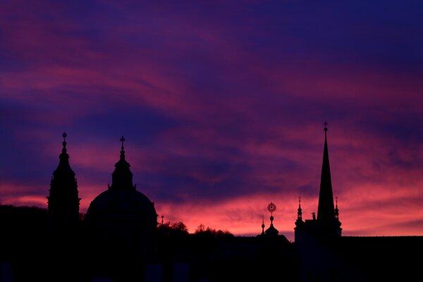 Západ slnka nad Prahou.