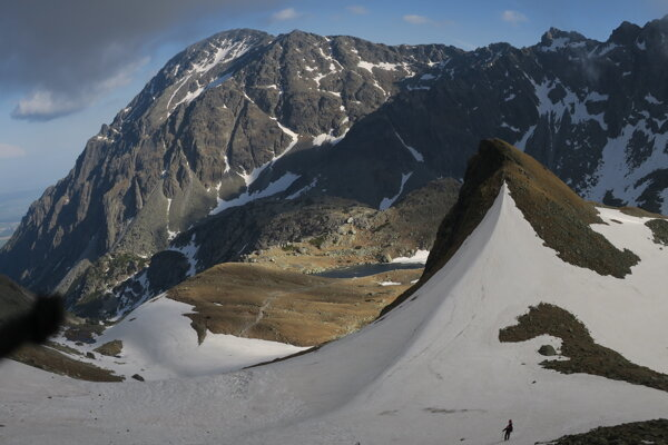 Veľká studená dolina, v pozadí Slavkovský štít.