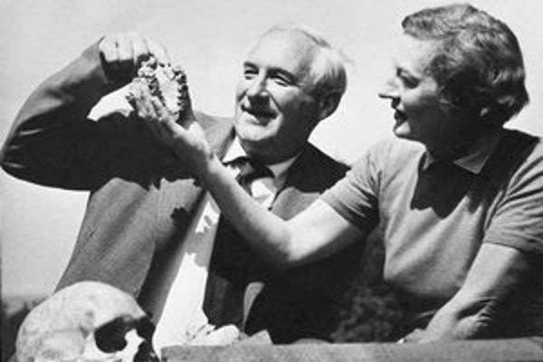 Louis Leakey spolu so ženou Mary, tiež slávnou archeologičkou.