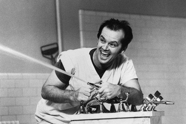 Český režisér Miloš Forman nakrútil jeden z najznámejších filmov z prostredia psychiatrie Prelet nad kukučím hniezdom. Jack Nicholson v hlavnej úlohe v ňom prichádza do psychiatrickej liečebne pre súdne nariadenú liečbu.