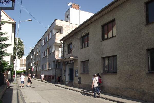 Bývalé kino na Radlinského ulici čaká už roky na rekonštrukciu.