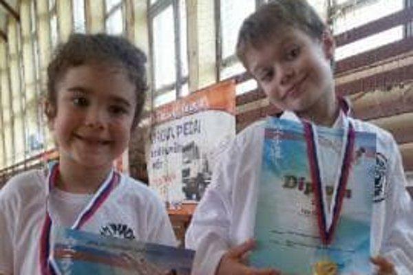 Zľava: Lucia aFilip Slamkovci – nádejní mladí kumaďáci.