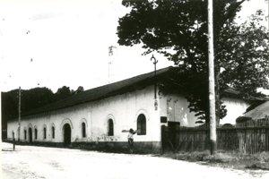 Jedna z budov hámra v minulosti.