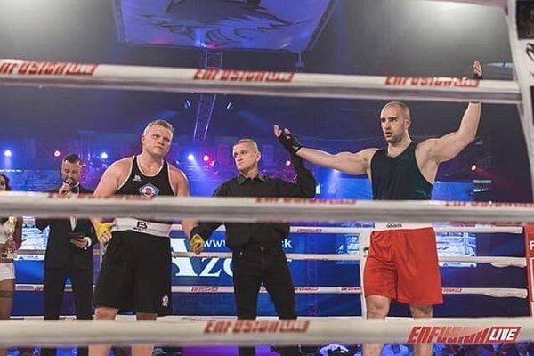 Marián Michalec (vpravo) s víťazným gestom.