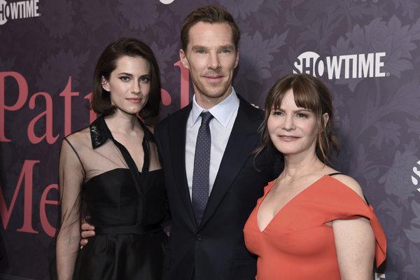 Benedict Cumberbatch so svojimi hereckými kolegyňami Allison Williams (vľavo) a Jennifer Jason Leigh.
