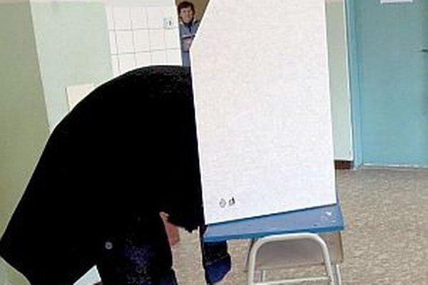 V dvoch mestách si budú voliči vyberať už menšieho počtu kandidátov.