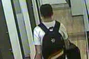 Cudzinec ukradol rôzny tovar, ktorý si naložil do príručnej tašky a cestovného kufra.