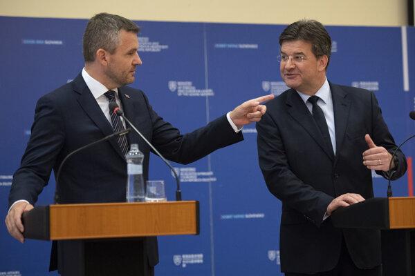 Premiér Peter Pellegrini po stretnutí s ministrom zahraničných vecí Miroslavom Lajčákom.