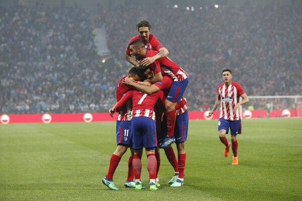 Hráči Atlética sa radujú po góle na 1:0.