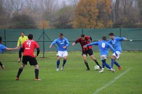 Borčice (v modrom) si poradili s Trnavou C.