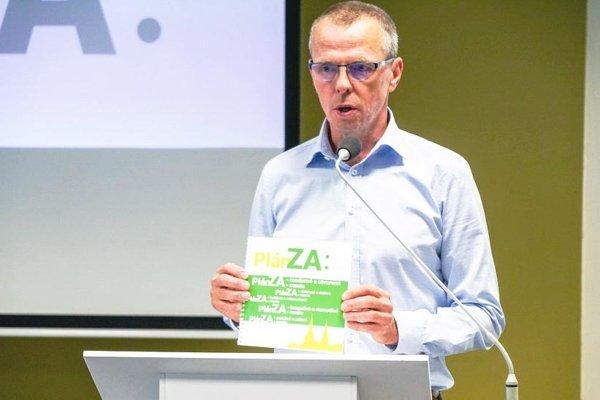 Peter Fiabáne, nezávislý kandidát na primátora, počas predstavenia Plánu ZA.