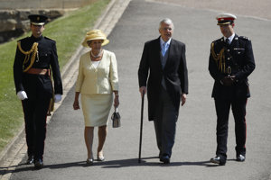 Bývalý britský premiér John Major (druhý sprava) a jeho manželka Norma.