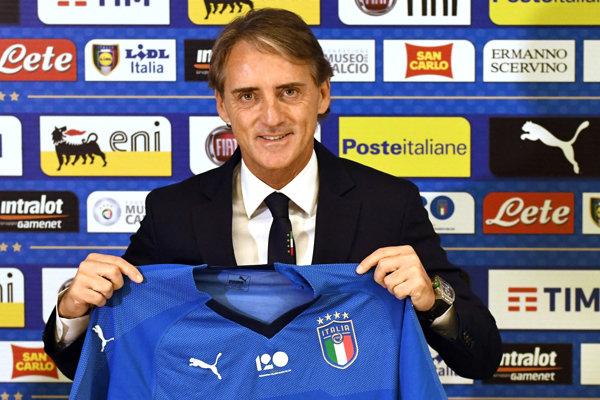 Nový tréner Talianska Roberto Mancini dáva ďalšiu šancu Mariovi Balotellimu.