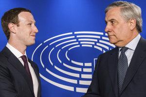 Šéf europarlamentu Antonio Tajani (vpravo) a Mark Zuckerberg (vľavo).