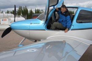 Pán Parízek vetrone pilotuje už 40 rokov.
