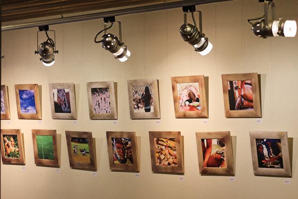Výstava prezentuje tvorbu Radka Bachratého.