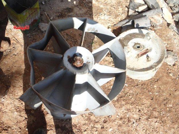 Obal kazetovej bomby nájdený v meste Talbiseh.