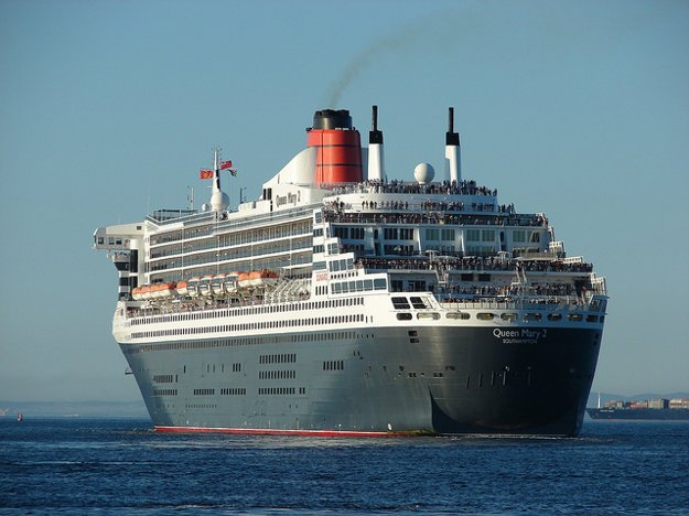 Queen Mary 2 opúšťa Kapské Mesto.