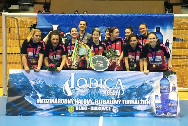 Víťazky ôsmeho ročníka - futbalistky FC Astra Hungary.