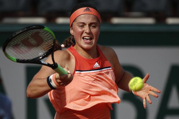 Jelena Ostapenková v zápase 1. kola Roland Garros proti Kateryne Kozlovovej.