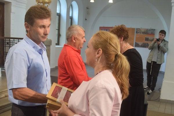 Kňazovického medailu si prebral aj Marián Ölvecký zo Zbehov.