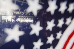 U� tret� rok po sebe: St�le viac Ameri�anov sa vzd�va ob�ianstva