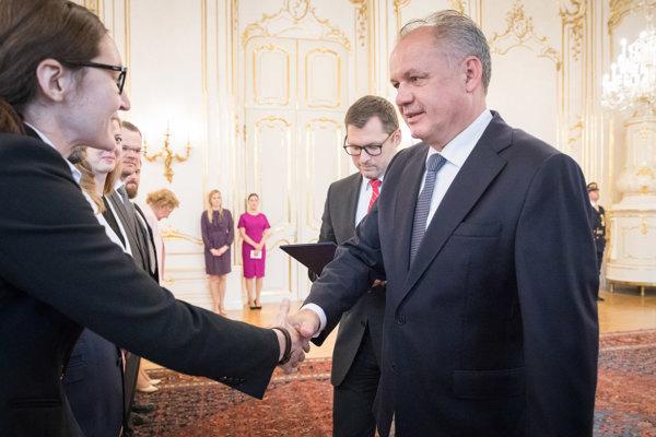 Prezident Andrej Kiska (vpravo) počas prijatia iniciátorov výzvy za reformu Ústavného súdu.