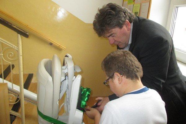 Nový stoličkový výťah majú aj v Špeciálnej základnej škole internátnej v Bytči.