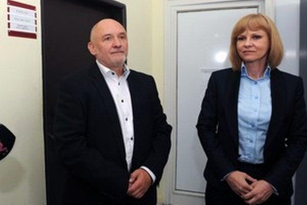 Odišli. Zuzana Zvolenská zo Smeru už nie je ministerkou zdravotníctva a Štefan Volák už nevedie žilinskú nemocnicu.