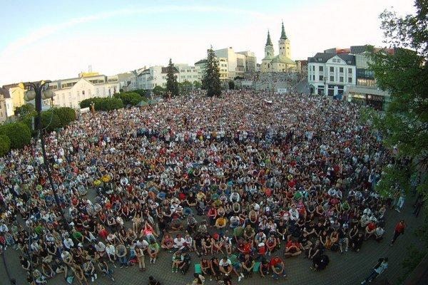 Zaplnené námestie A. Hlinku v Žiline v roku 2012. Zopakuje sa takáto situácia aj tento rok?
