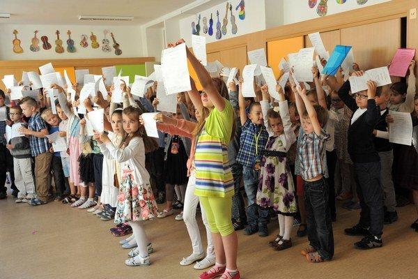 Deti zo Základnej školy Karpatská si posledný deň v škole užili.