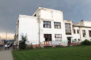 Klub Lúč sídli vKine Hviezda, ktoré patrí mestu.