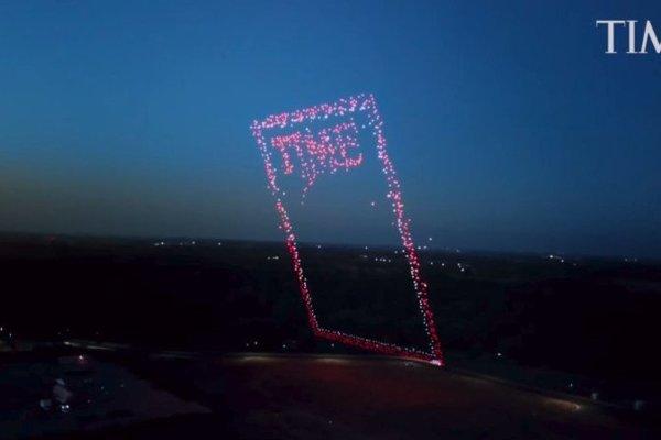 Ikonické logo magazínu pomohli z dronov vytvoriť ľudia z Intelu.