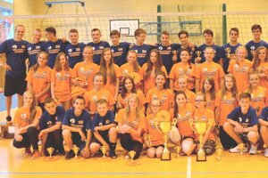 Účastníci volejbalového turnaja v obci Strečno