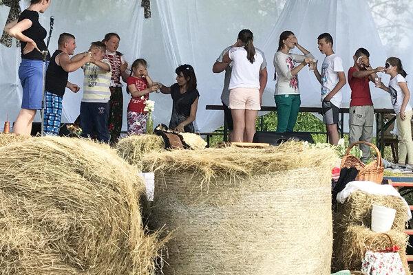 Rôzne súťaže zabavia deti aj dospelých.