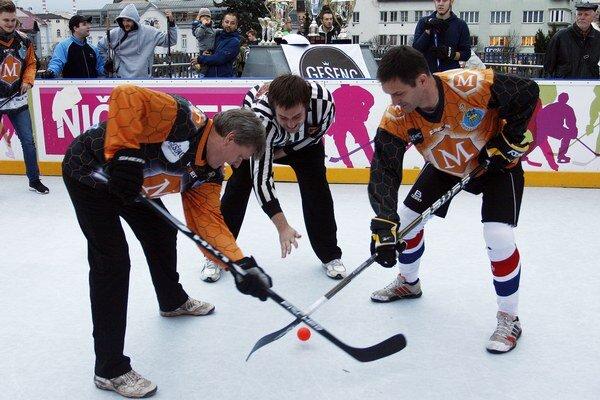 Exhibičný zápas Novinári vs. Majstri sveta v hokejbale.