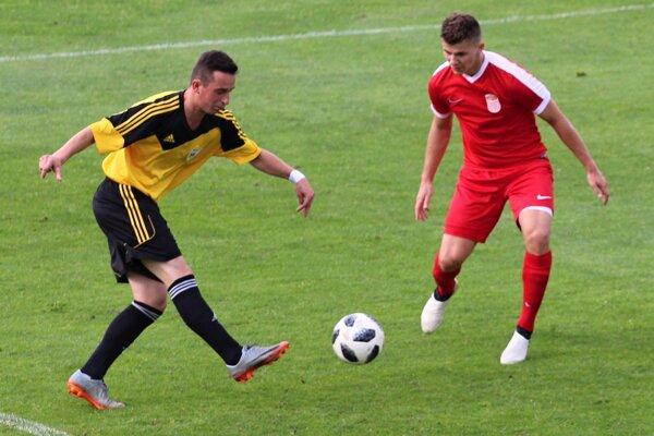 V súboji proti lídrovi súťaže ukázali futbalisti Námestova (žlto-čierni) svoju krajšiu futbalovú tvár.