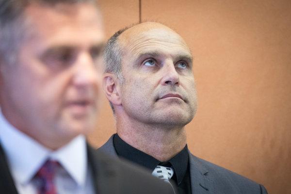 Riaditeľom sekcie kontrolnej a inšpekčnej služby MV bol do konca mája Milan Lučanský, po Tiborovi Gašparovi nastúpil na post prezidenta Policajného zboru.