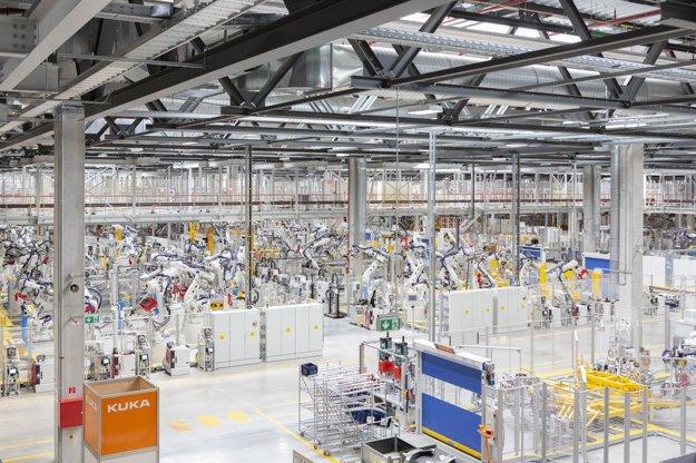 V karosárni bude autá vyrábať 624 robotov.