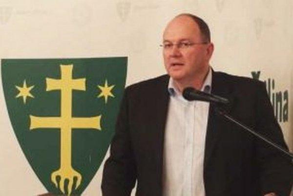 Peter Hajaš na Mestskom zastupiteľstve v Žiline poslancov o výhodnosti a vhodnosti zámerov spoločnosti CDA Consulting group na Bulvári nepresvedčil.
