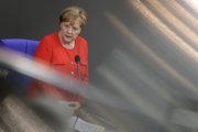Merkelová v Bundestagu.