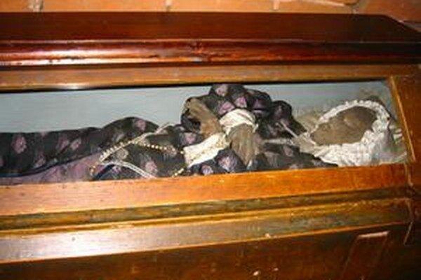 Telo Žofie ležalo v Loretánskej kaplnke v Tepličke nad Váhom.